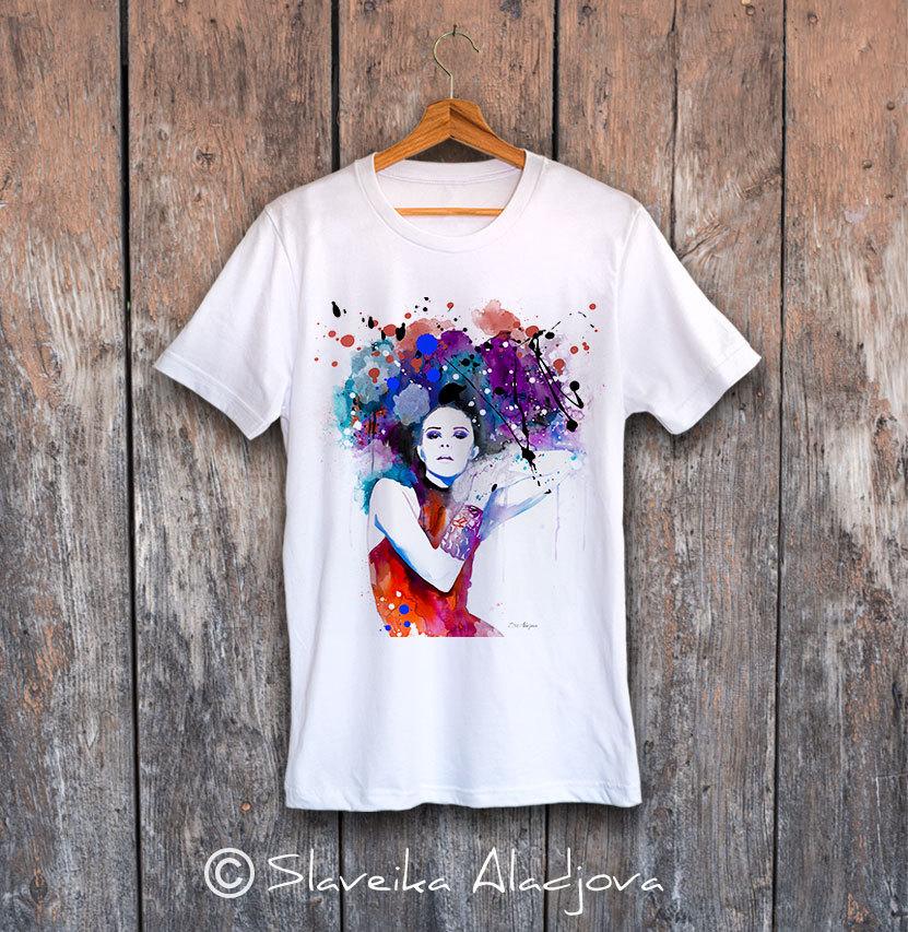 мъжка тениска жена с цветни коси