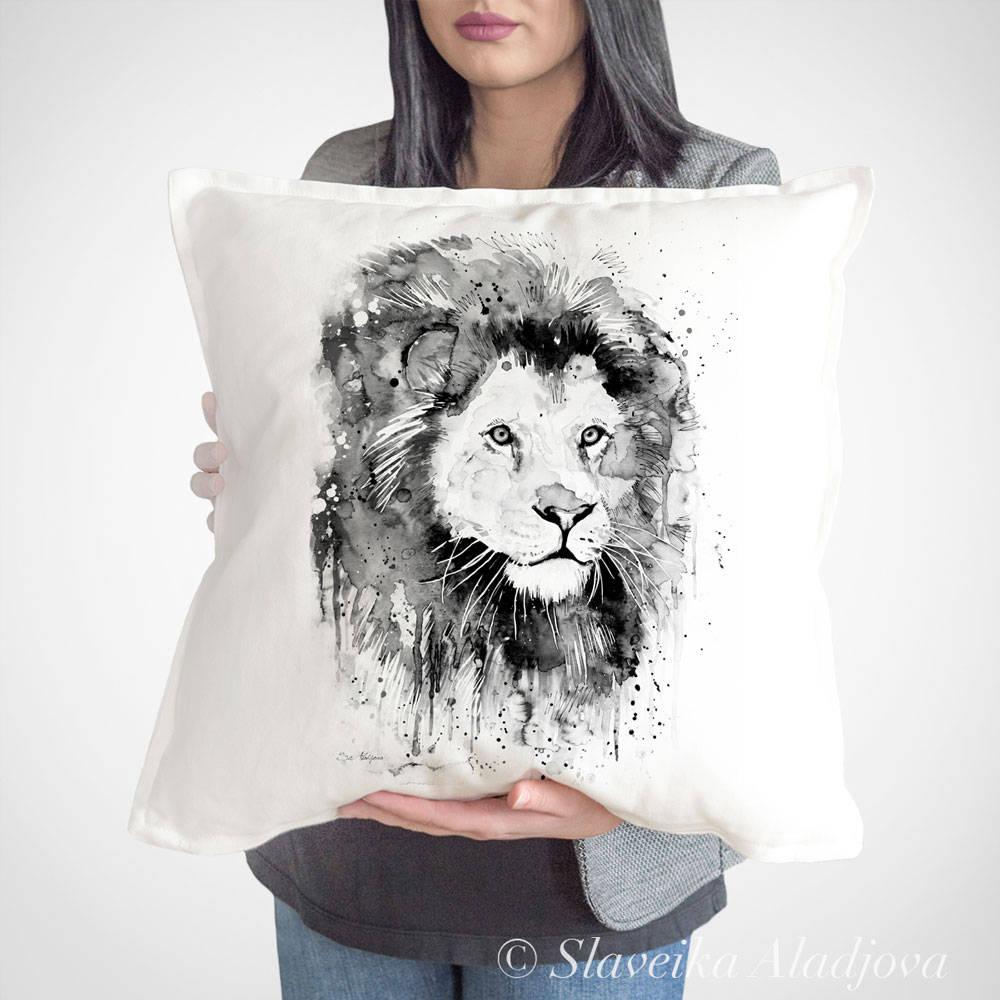 възглавница с лъв черно бял