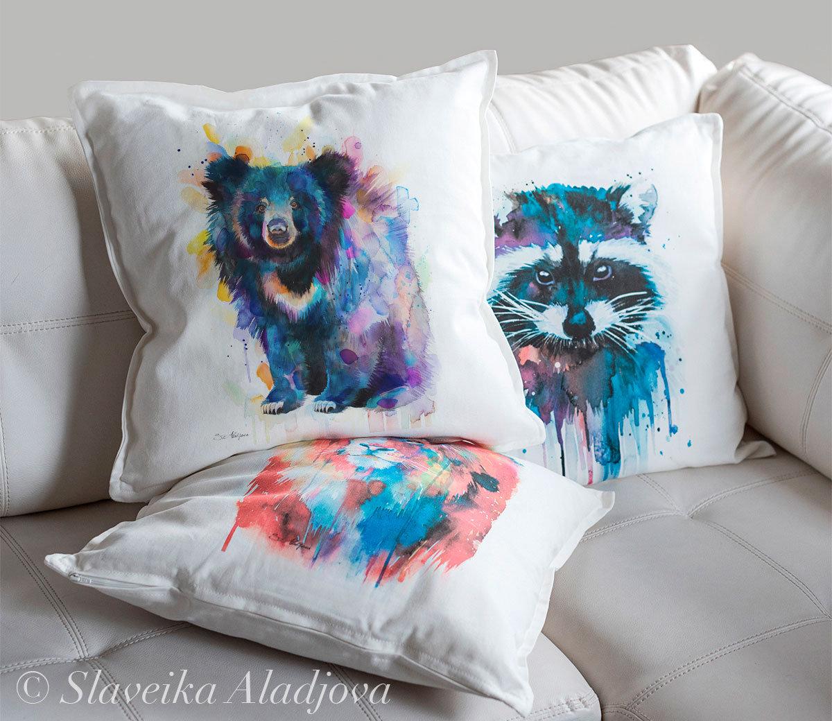 декоративна възглавница бърнеста ленива мечка