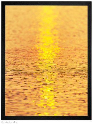 Златни вълни - абстрактна морска пейзажна фотография