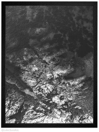 черна фотография от дрон - море