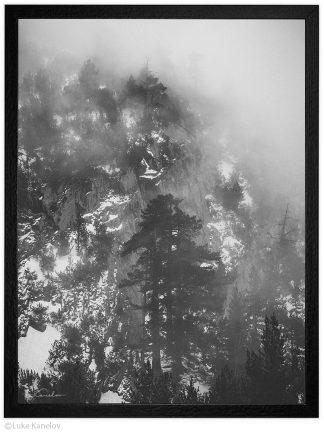 мъгла в зимната планина - пейзажна фотография