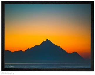 Планина и море преди изгрев слънце, пейзажна фотография