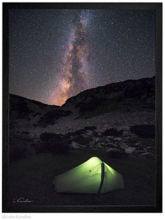 нощен пейзаж палатка под млечния път пирин планина