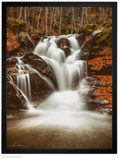 водопад през есента пейзажна фотография