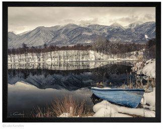лодка в зимно езеро, Пирин