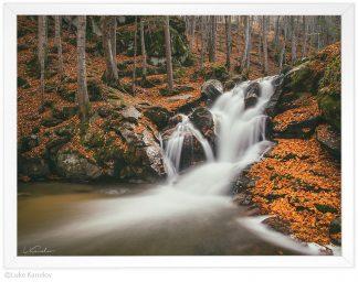 пейзажна фотография - есенен водопад